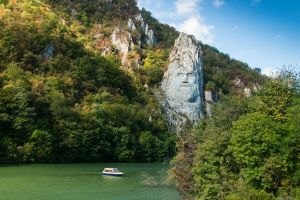 Decebal's face rock sculpture