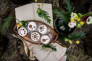 Romanian tasty, flower-decorated traditional dessert!