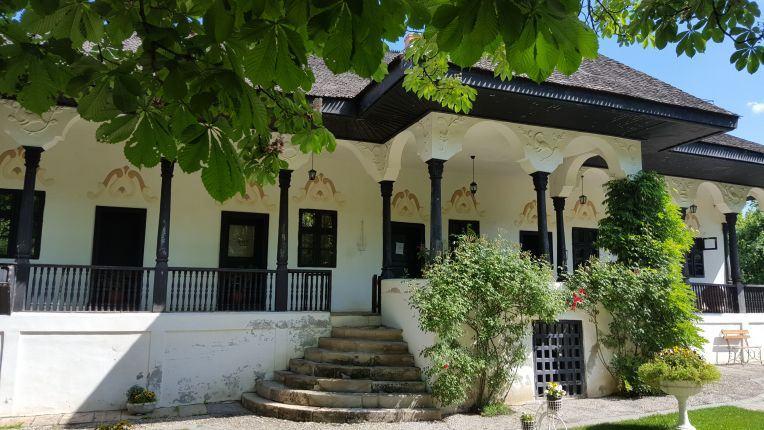 Bellu Manor