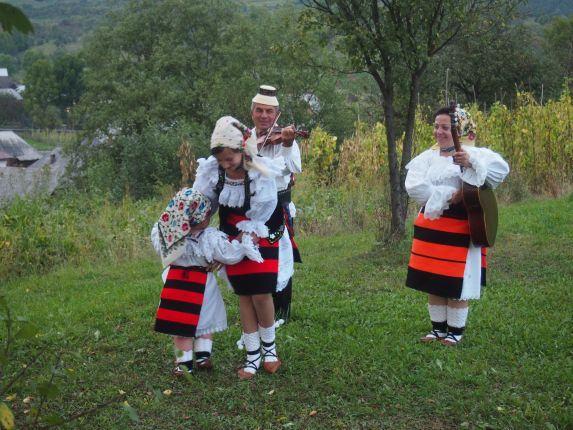 traditional singers inMaramures
